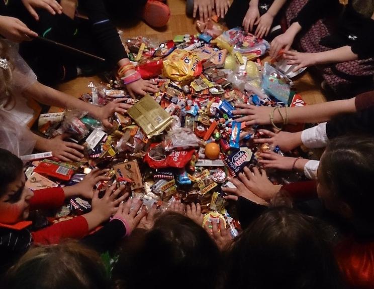 Auch Halloween muss gefeiert werden...Süßigkeiten bis Ostern...