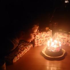 Torte und Geschenke...ein Geburtstag gehört gefeiert