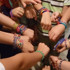 Zusammen sind wir Rainbow loom mäßig stark