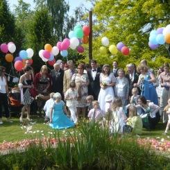 Wer sagt, dass Hochzeiten langweilig sind ? Blumenstreuen ...das ist unser Job!
