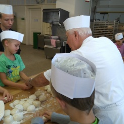 Semmeln backen will gelernt sein.... ein echter Bäcker zeigt uns wie es geht